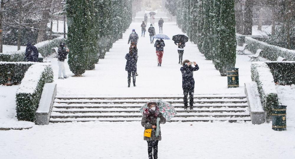 spagna,-madrid-in-ginocchio-per-la-piu-forte-nevicata-degli-ultimi-50-anni-–-video