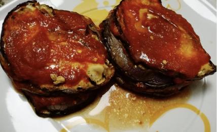 parmigiana-di-melanzane-con-l'aggiunta-dell'ingrediente-cremoso:-leggere-e-pronte-in-pochi-minuti