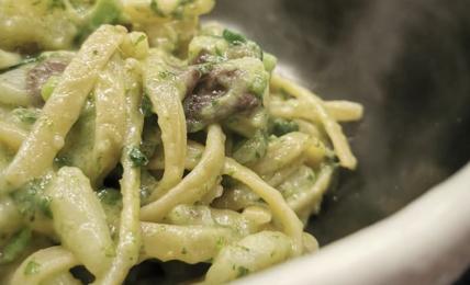 linguine-cremose-con-patate-e-broccoli-friarielli:-una-esplosione-di-gusto-gia-dal-primo-boccone