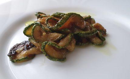 zucchine-alla-scapece,-il-trucco-dell'olio-per-friggere-le-zucchine-per-farle-ancora-piu-gustose-con-un-sughetto-in-cui-immergere-il-pane