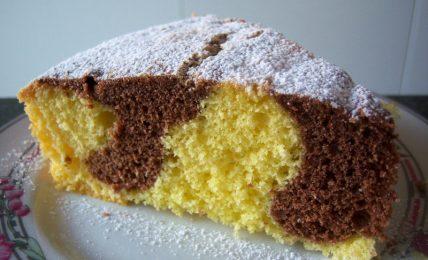 torta-macchiata-della-nonna,-sofficissima,-il-trucco-della-tradizione-per-farla-super-alta:-ecco-cosa-aggiungere-all'impasto
