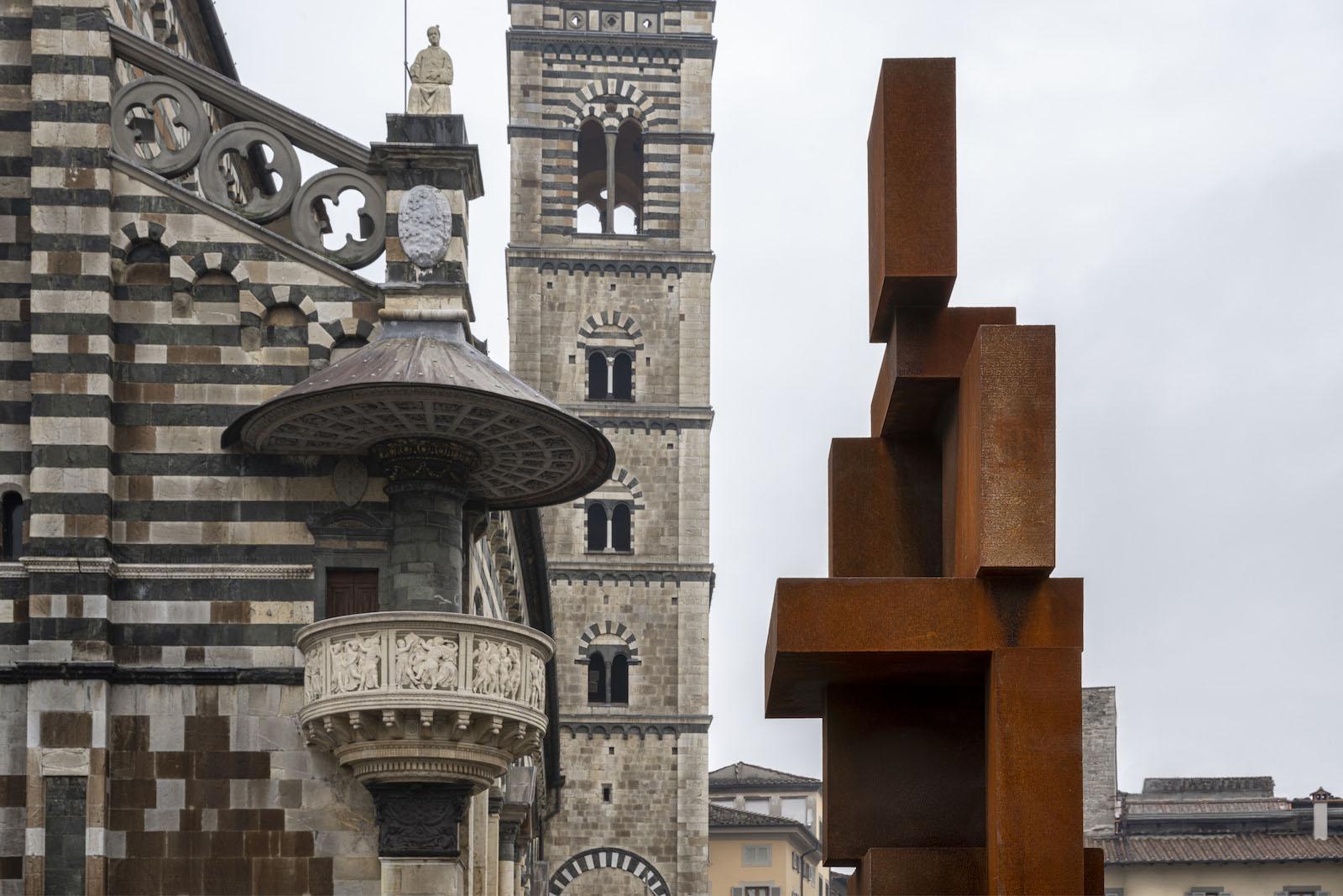 """antony-gormley-a-prato:-shy-nuovo-landmark-della-""""citta-della-contemporaneita"""""""