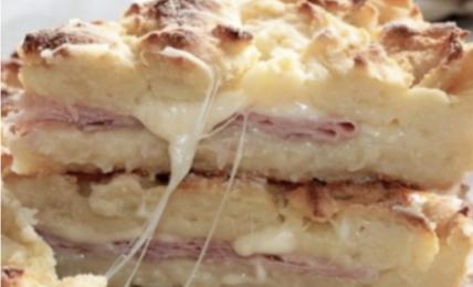 sbriciolata-prosciutto-e-formaggio,-una-cena-veloce-e-facilissima-non-si-deve-neanche-impastare.-esplosione-di-gusto-da-preparare-anche-in-anticipo