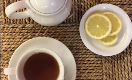 il-benessere-in-un-sorso:-ecco-la-tisana-mela-e-cannella-che-pulisce-l'intestino-e-migliore-l'umore-nelle-giornate-fredde
