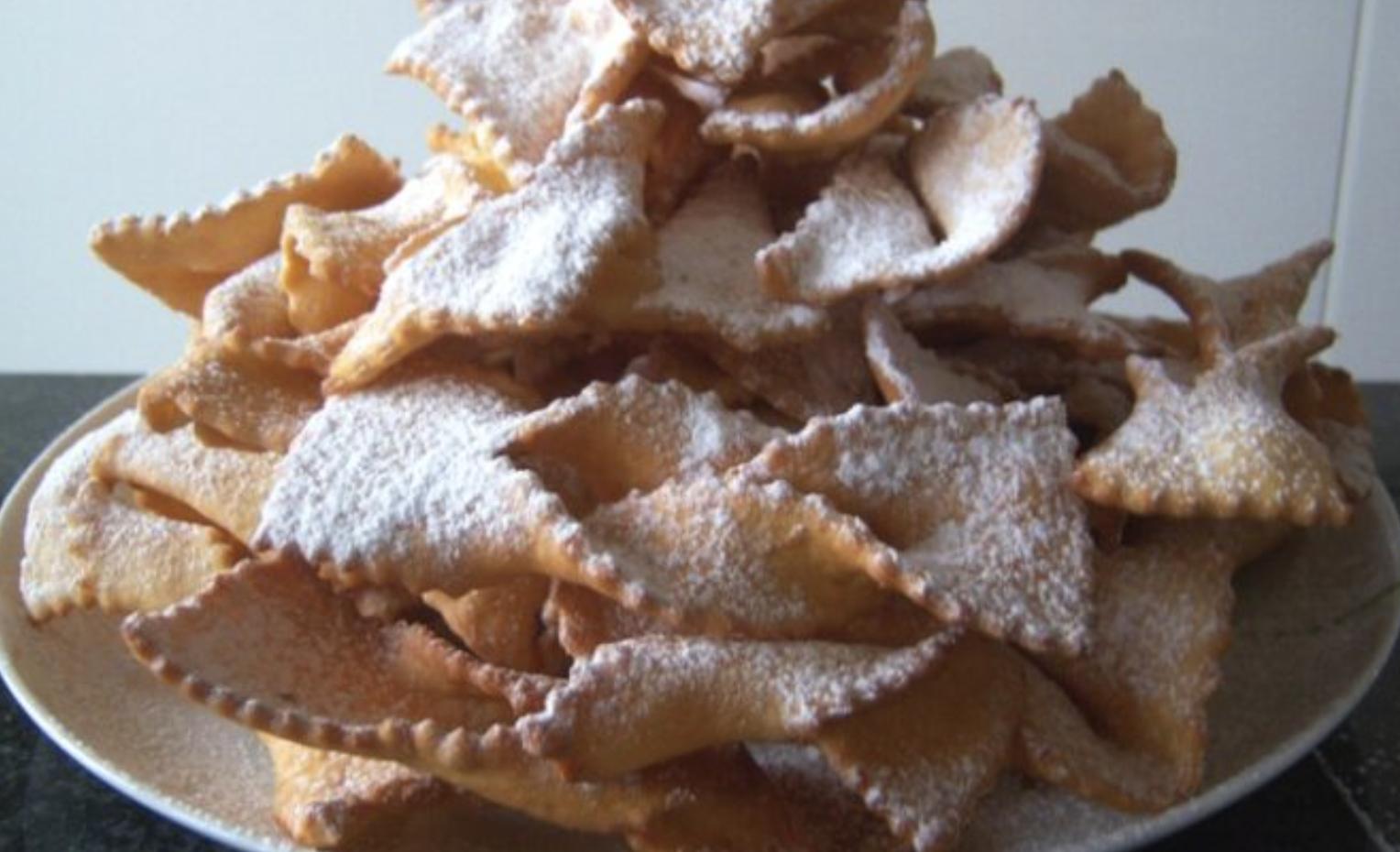 chiacchiere-di-carnevale,-golosi-dolci-fritti,-croccanti-e-irresistibili.-il-tocco-per-gustarle-meglio