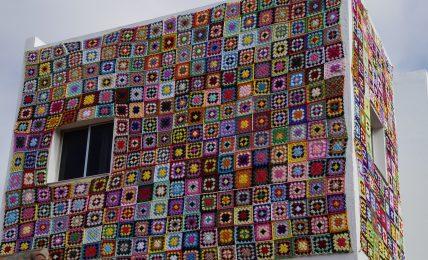 arazzi-e-tappeti-da-parete:-come-usarli-per-«vestire»-gli-interni