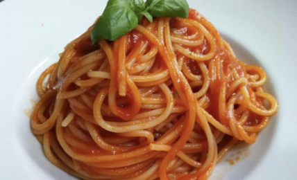 la-pasta-al-pomodoro-di-carlo-cracco:-tutto-con-3-ingredienti.-il-segreto-c'e,-ma-non-si-vede