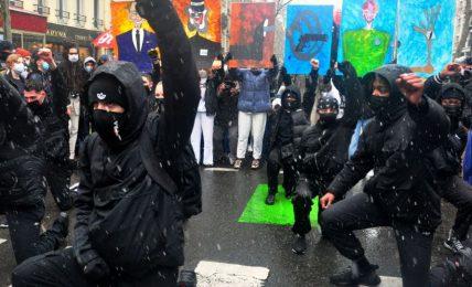 parigi:-nuova-ondata-di-proteste-contro-la-legge-sulla-sicurezza-globale