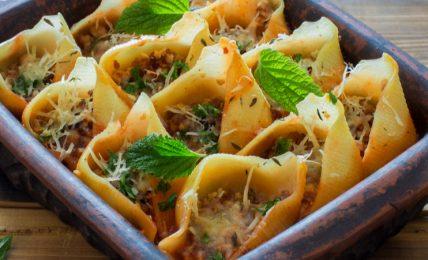 lasagne,-sformati-e-conchiglioni-ripieni:-deliziosi-primi-piatti-vegetariani-al-forno