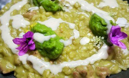 risotto-alla-crema-di-broccoli,-salsiccia-e-fonduta-di-provolone:-una-esplosione-di-gusto-super-cremoso-che-fara-impazzire-il-tuo-partner