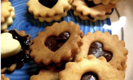 biscotti-di-san-valentino:-il-segreto-per-una-frolla-che-si-scioglie-in-bocca