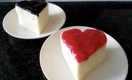 bavarese-con-salsa-di-fragole-e-frutti-di-bosco,-il-dessert-piu-romantico-per-san-valentino