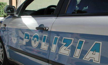 lecce,-agenti-della-polizia-intervengono-in-un'appartamento-durante-una-festa-di-compleanno