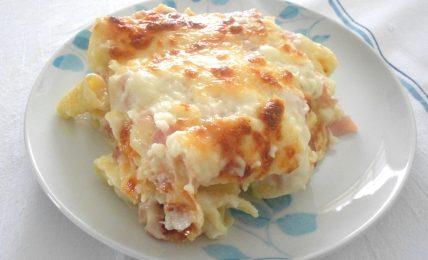 pasta-al-forno-con-prosciutto-cotto-e-sottilette,-morbida-e-gustosa:-una-bonta!