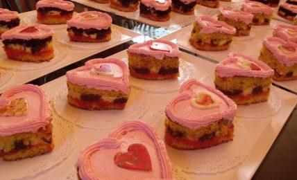 tortine-cuore,-due-porzioni-per-la-festa-di-san-valentino:-una-pausa-di-dolcezza-senza-pensieri