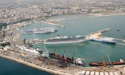 porto-di-bari,-guardia-di-finanza-trova-250-mila-euro-a-bordo-di-un-camion