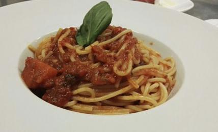 """spaghetti-chic-al-pomodoro-di-alessandro-borghese,-il-segreto-dello-chef:-""""aggiungo-lo-zucchero-di-canna,-ecco-come"""""""