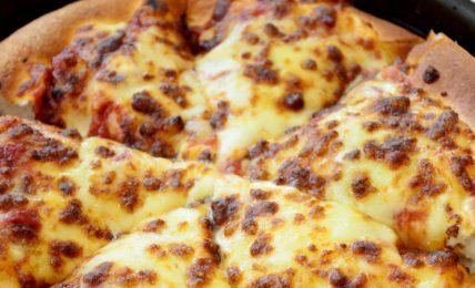 pizza-al-tegamino:-tutto-quello-che-c'e-da-sapere-su-come-fare-la-specialita-torinese-in-casa