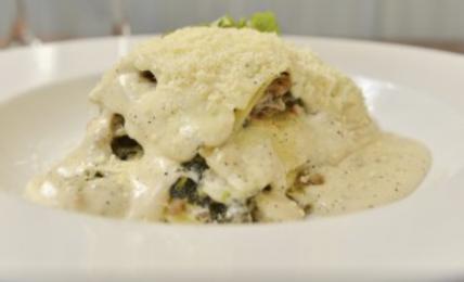 """la-lasagna-bianca-di-luisanna-messeri:-""""il-mio-segreto-per-una-besciamella-super-cremosa.-cosa-aggiungo"""""""