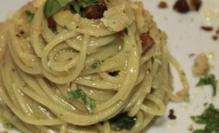 """spaghetti-aglio-e-olio-di-cannavacciuolo:-""""ecco-il-trucco-per-farli-cosi-cremosi,-aggiungo-questa-""""pomata""""""""-una-goduria"""