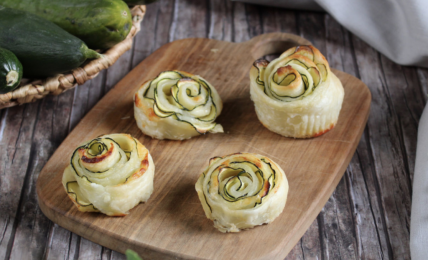 rose-di-pasta-sfoglia-e-zucchine,-il-piatto-velocissimo-che-fa-felici-tutti-con-3-ingredienti
