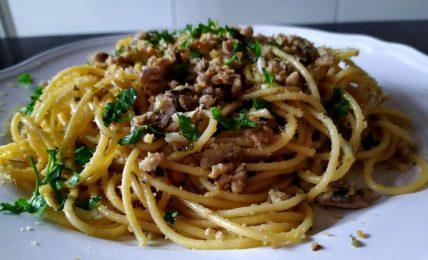 spaghetti-con-sardine-fresche:-una-gustosa-variante-della-famosa-pasta-con-le-sarde-siciliana