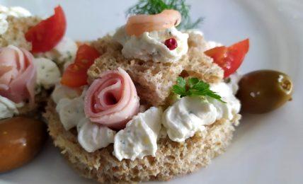 tartine-alla-crema-di-formaggio:-deliziose-mini-cream-tarte-salate-per-l'antipasto-di-un-pranzo-importante