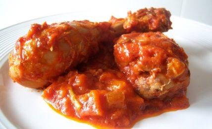 cosce-di-pollo-al-pomodoro:-una-ricetta-facile-e-saporita,-amatissima-dai-bambini