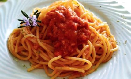 pasta-al-tonno-e-pomodoro,-il-piatto-veloce-dal-profumo-di-mare