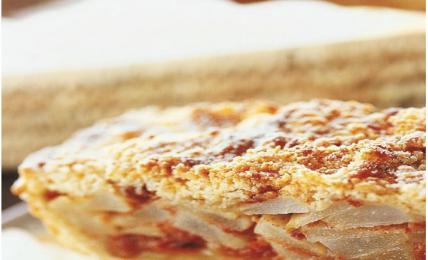 torta-di-pere,-mandorle-e-amaretti:-una-ricetta-super.-una-fetta-tira-l'altra