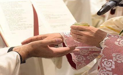 ordinazione-di-tre-nuovi-presbiteri-nella-cattedrale-di-matera:-il-24-aprile,-il-1°-e-l'8-maggio.-cerimonie-in-diretta-streaming-dalle-ore-18