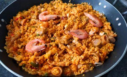 la-paella-mixta-catalana-di-benedetta-rossi,-un-tripudio-di-gusti-e-colori