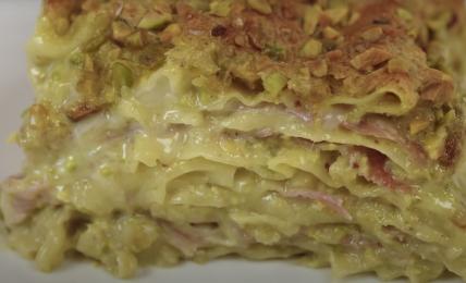 lasagna-cremosa-con-crema-di-pistacchio-di-benedetta-rossi.-super-semplice,-ecco-come-farla