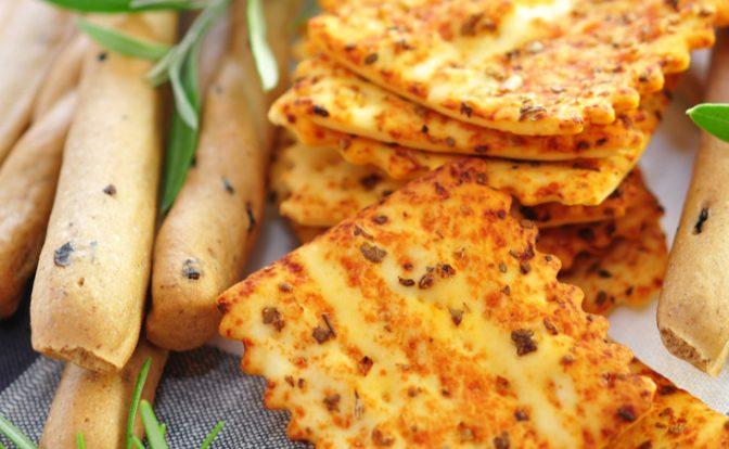 """grissini,-crackers-e-non-solo:-le-ricette-""""senza-spinta""""-per-usare-l'esubero-di-pasta-madre"""