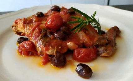 coniglio-alla-ligure-con-olive-taggiasche,-un-piatto-di-carne-saporito-e-prelibato