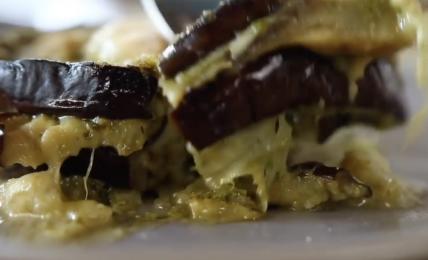 """parmigiana-bianca-di-benedetta-rossi,-il-trucco:-""""non-friggo-le-melanzane-e-aggiungo-questo-ingrediente-per-farla-piu-saporita"""""""