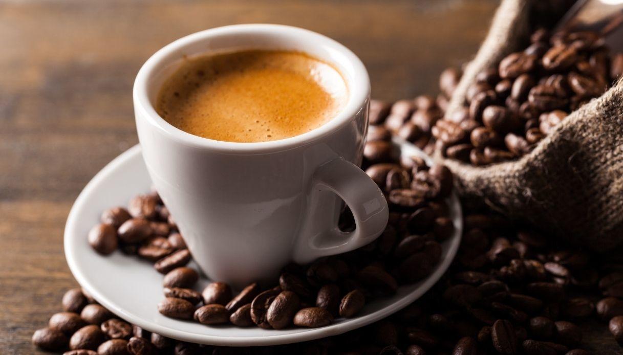 """il-caffe-perfetto-con-il-segreto-della-nonna-napoletana:-""""ecco-cosa-aggiungo-nell'acqua,-ne-basta-pochissimo"""""""