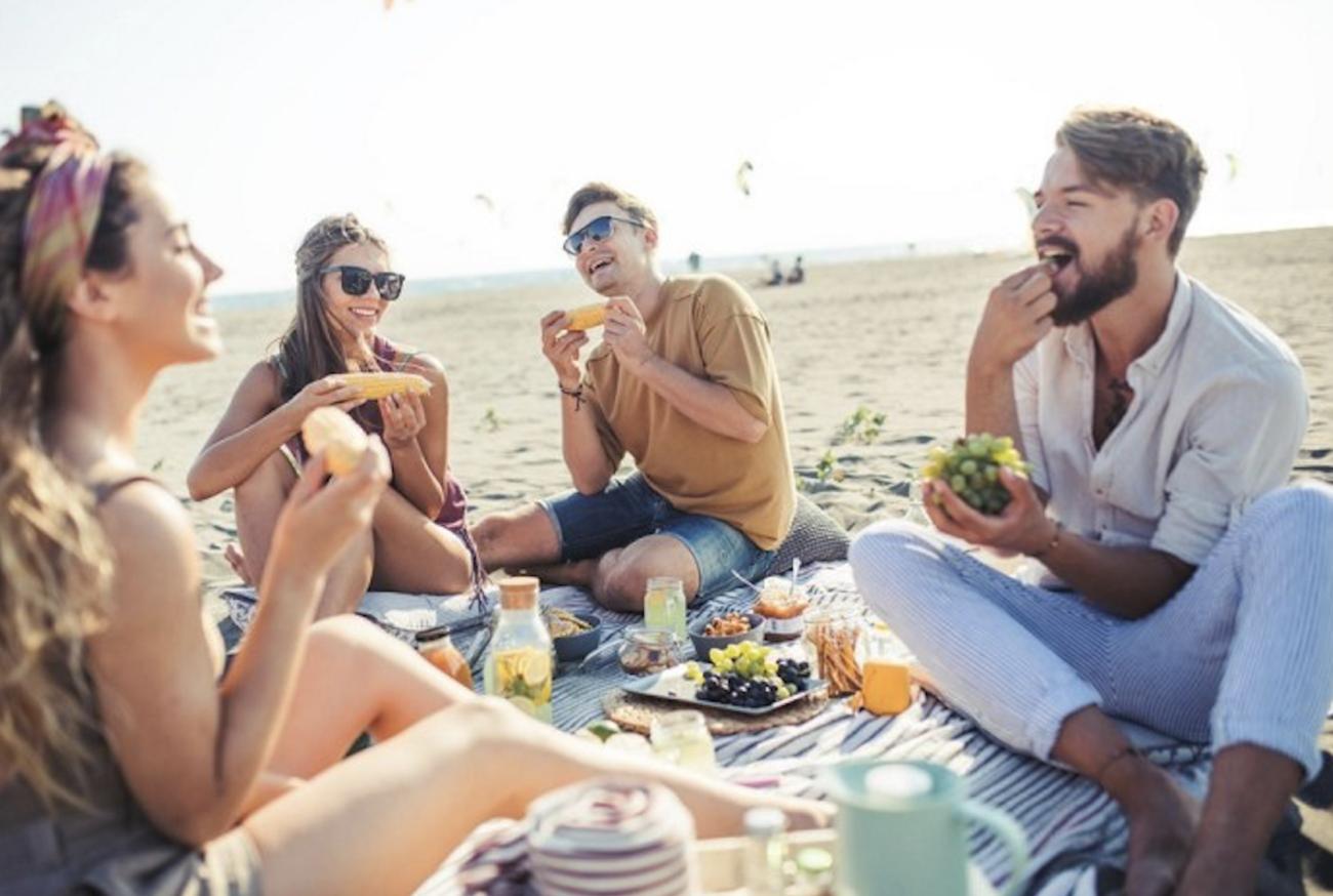 pranzo-in-spiaggia:-le-ricette-veloci-e-con-poche-calorie-per-la-giornata-al-mare