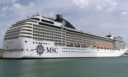"e'-arrivata-a-bari-la-nave-""msc-splendida"""