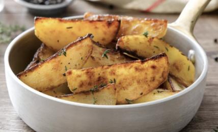 patate-in-padella:-il-trucco-fantastico-per-farle-croccanti-fuori-e-morbide-dentro.-basta-bagnarla-prima-con-acqua-e-…