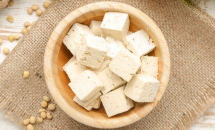tofu:-storia,-tipologie-e-usi-in-cucina-di-un-alimento-moderno-dalle-origini-antiche