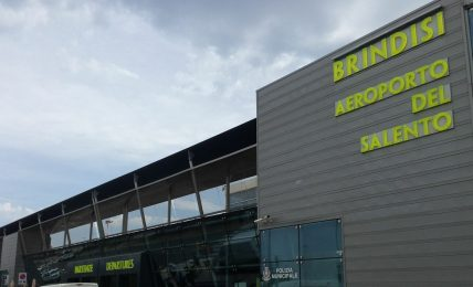 scoperta-valuta-non-dichiarata-per-400mila-euro-presso-l'aeroporto-di-brindisi