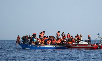 intercettata-barca-a-vela-con-13-migranti-a-largo-del-capo-di-leuca