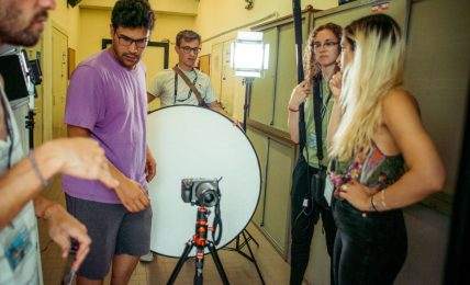 cinemadamare:-troupe-di-registi-poliglotti-girano-i-loro-corti-sul-territorio-di-nova-siri