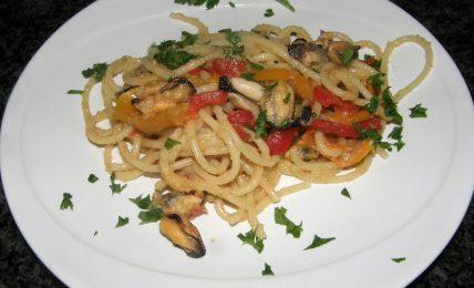 spaghetti-cozze-e-peperoni:-l'esplosione-di-sapore-grazie-all'ingrediente-magico