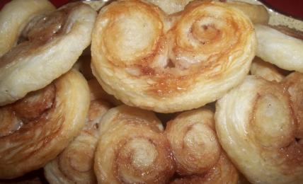 prussianine-di-pasta-sfoglia-dolci,-pronte-in-5-minuti-e-con-3-ingredienti.-si-sciolgono-in-bocca