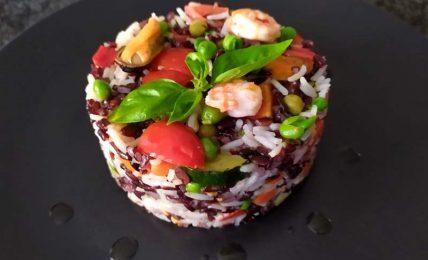 riso-verdure-e-frutti-di-mare,-semplicissimo-e-pronto-con-pochi-ingredienti-per-pranzi-e-cene-leggere